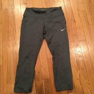 Nike Green/gray cropped leggings